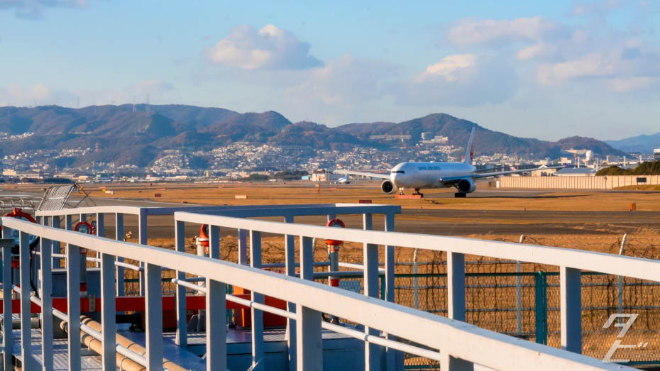 Plane spotting at Itami Airport